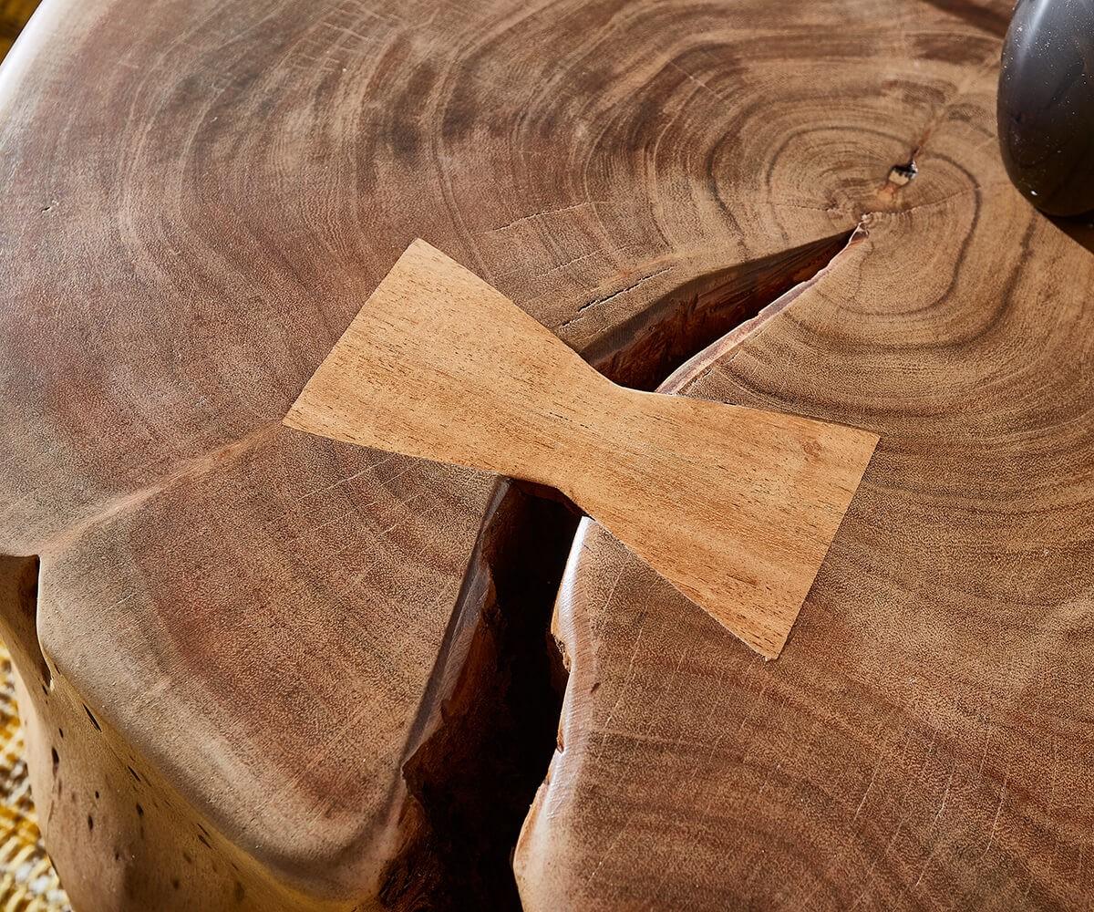 Couchtisch LiveEdge Akazie Natur mit Rollen Baumstamm
